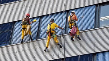 نماشویی ساختمان ها با طناب